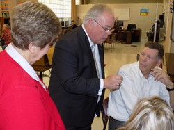 Uecker tours Southern Ohio Academy